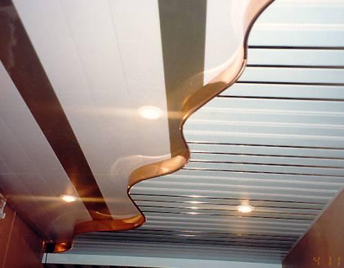 Двухуровневый потолок из панелей пвх изгиб
